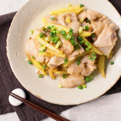 しゃきしゃきポテトと豚バラの節約みそバター炒め