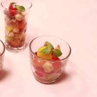 見た目も可愛い!ツナとカラフルトマトのグラスサラダ