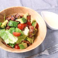 甘酸っぱいドレッシングが決め手 カリカリベーコンのサラダ