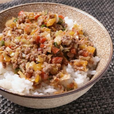 ひき肉と青唐辛子の味噌炒め丼