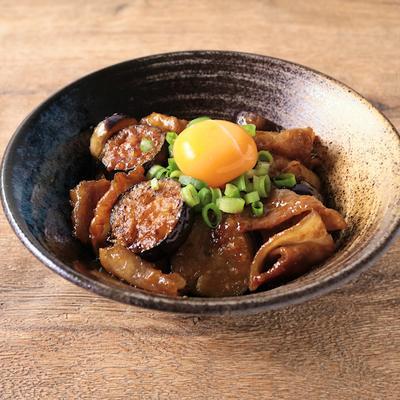 ナスと豚バラの甘辛味噌炒め丼