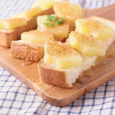 パイナップルとモッツァレラチーズのシナモントースト