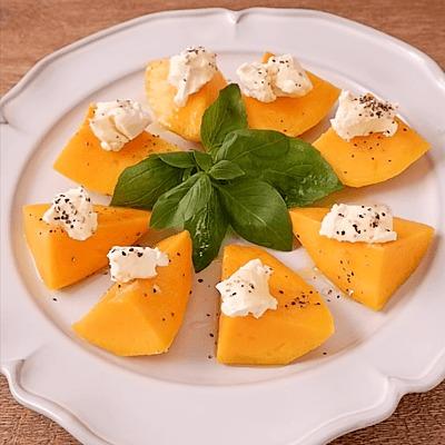 マンゴーとクリームチーズのサラダ