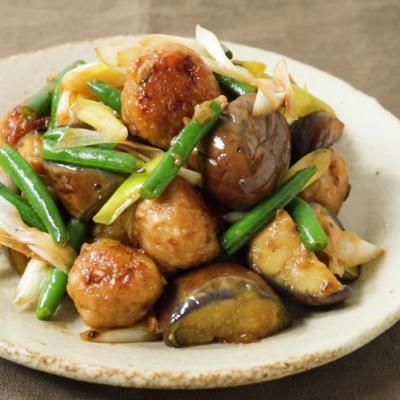 生姜の効いた鶏団子とナスの炒めもの