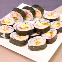 お祝いの場で!華やか巻き寿司