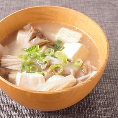 豆腐ときのこのごまみそ汁