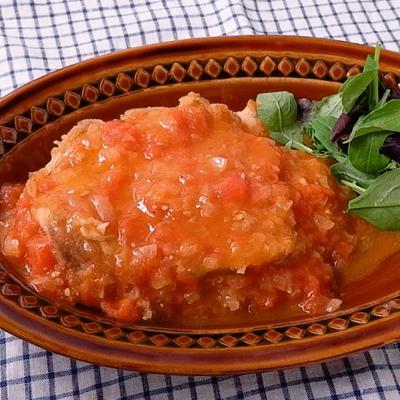 まるごとトマトの煮込みチキンステーキ