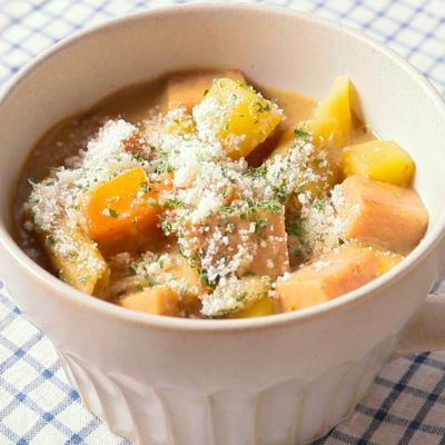 子供が喜ぶカレー風味のパスタスープ