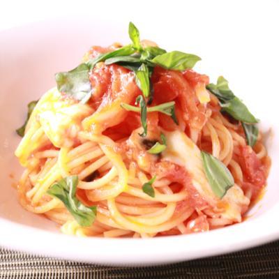 シンプルだけど絶対オススメ!トマトとモッツァレラのスパゲティ