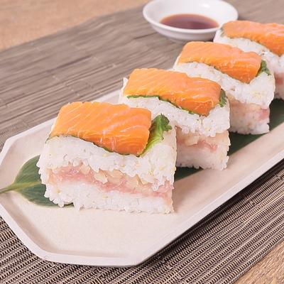 とろたくとサーモンの2段押し寿司