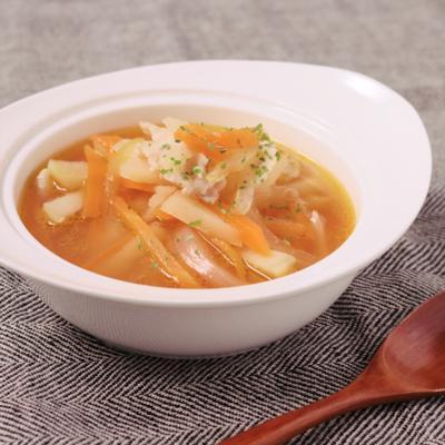 にんじんとじゃがいもの具沢山コンソメスープ