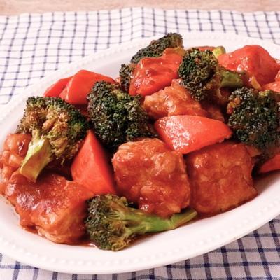 チキンとブロッコリーのデミグラスソース煮込み
