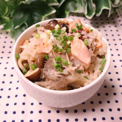 香り良し!味良し!秋鮭ときのこのダシ炊き込み御飯