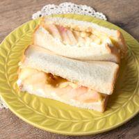 桃とプリンの絶品サンドイッチ