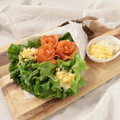 アスパラとサーモンのブーケサラダ
