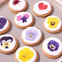 エディブルフラワーでかわいい アイシングクッキー