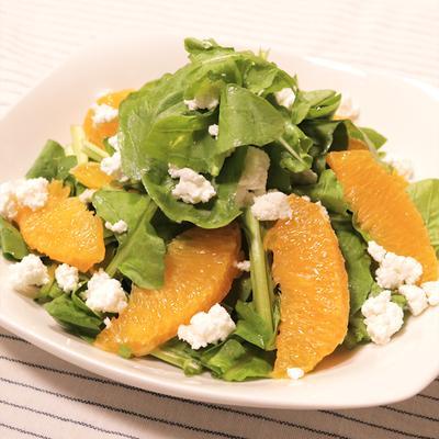カッテージチーズとオレンジのルッコラサラダ