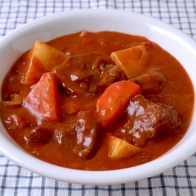 トマト缶を使ったビーフシチュー