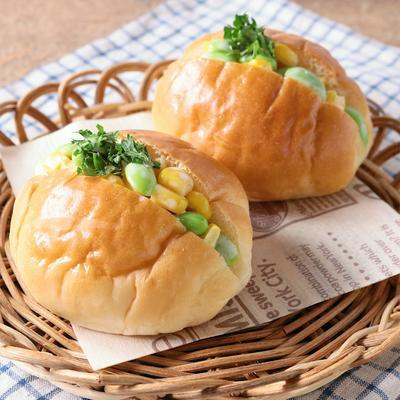 朝ごはんに コーンと枝豆のマヨロールパン