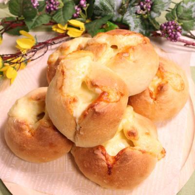 チョキっとヘソパン!チーズパン