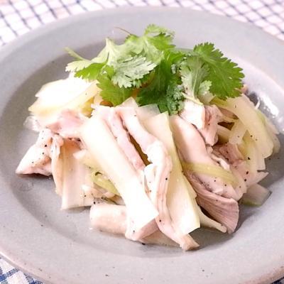 鶏もも肉とセロリのタイ風サラダ