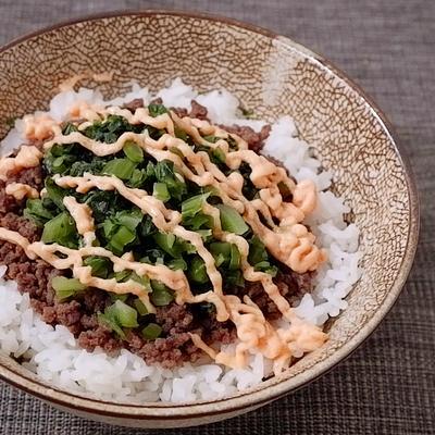 牛そぼろの高菜明太マヨネーズ丼