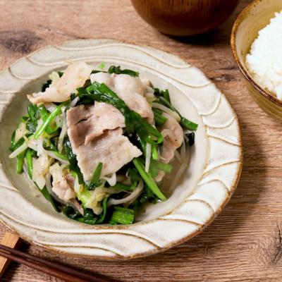 市販のタレで簡単に 長ねぎと豚バラ肉の塩スタミナ炒め