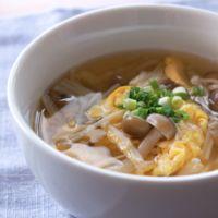 ふわふわ卵ときのこの中華スープ