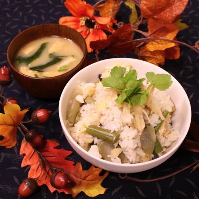 山菜の水煮使用で季節の香り!かしわ炊き込みごはん
