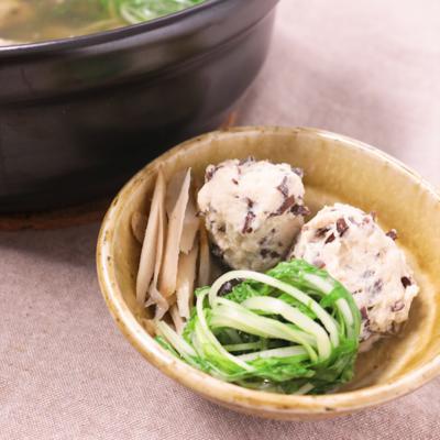 食感を楽しむ 鶏団子鍋