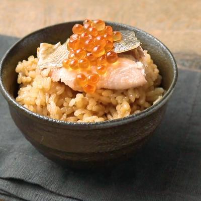 土鍋で炊く 鮭とイクラの親子ごはん