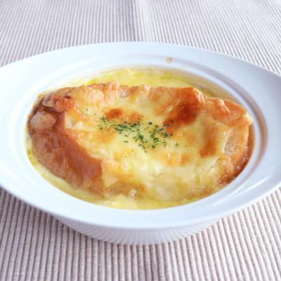 こんがりおいしい オニオングラタンスープ