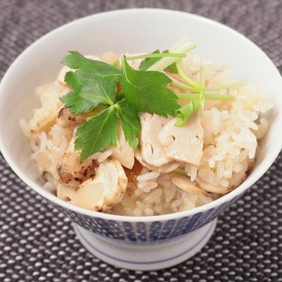もち米入りでモチモチ 松茸ごはん