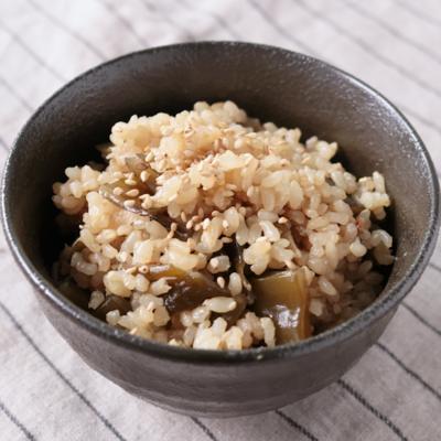 茎わかめとしらすの玄米炊き込みご飯