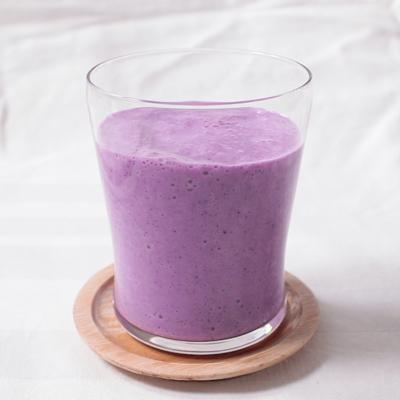紫キャベツとブルーベリーのヨーグルトスムージー
