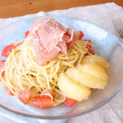 桃と生ハムの冷製カッペリーニ