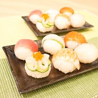 ひな祭りにカワイイ手まり寿司