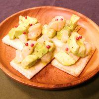ホタテとアボカドの簡単カナッペ