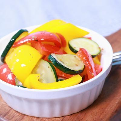 パプリカとズッキーニの夏野菜マリネ