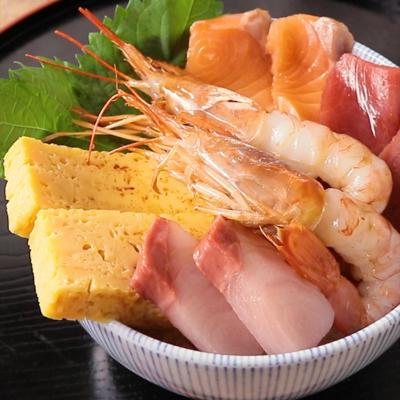 手作りダレで海鮮丼