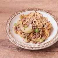 ひき肉とレタスの味噌豆乳パスタ