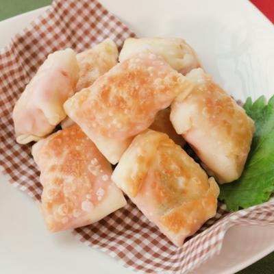 四角でかわいい 餃子の皮で 明太餅チーズ包み