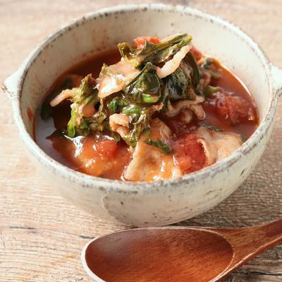 春菊と豚バラ肉のトマトスープ