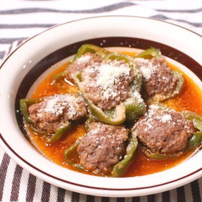 トマトソースでピーマンの肉詰め煮込み