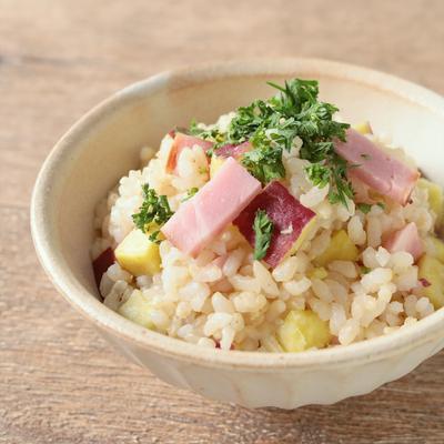 さつまいもとベーコンの玄米混ぜご飯