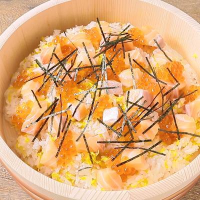 菊で彩りきれい サーモンとイクラのお祝いちらし寿司