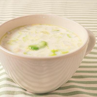 鶏肉とそら豆のミルクスープ