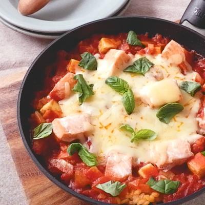 フライパンで簡単 とろーりチーズのサーモントマトパエリア
