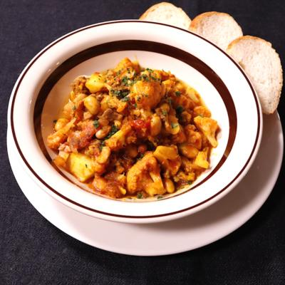 スパイシー カリフラワーと豆のチリ煮