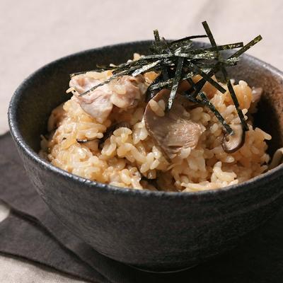 鶏もも肉とキノコの炊き込みご飯